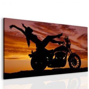 Sexy žena na motorce